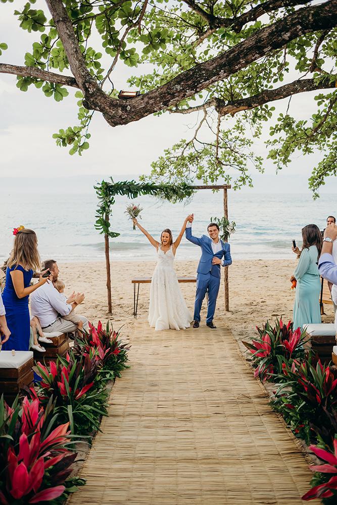 energia em Ilhabela casamento pe na areia gabriella e flavio