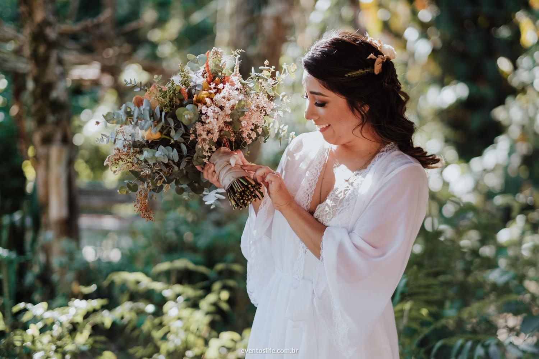 Aline e Marcele Casamento no campo amor ao ar livre Casamento Homoafetivo