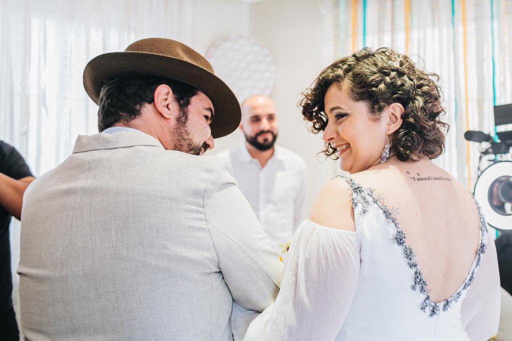 Agatha e Vinicius Casamento urbano do predio ao pub Canvas Atelie