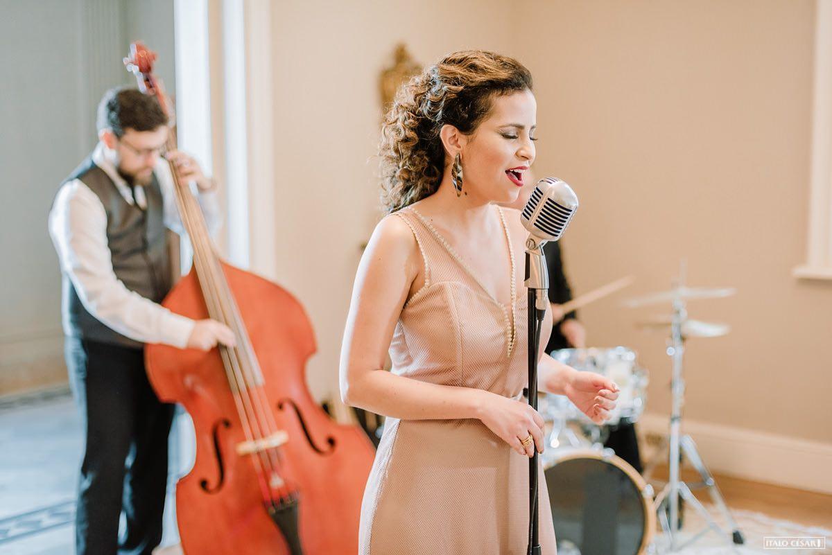 Escolhendo as musicas da cerimonia de casamento com Renata Queli