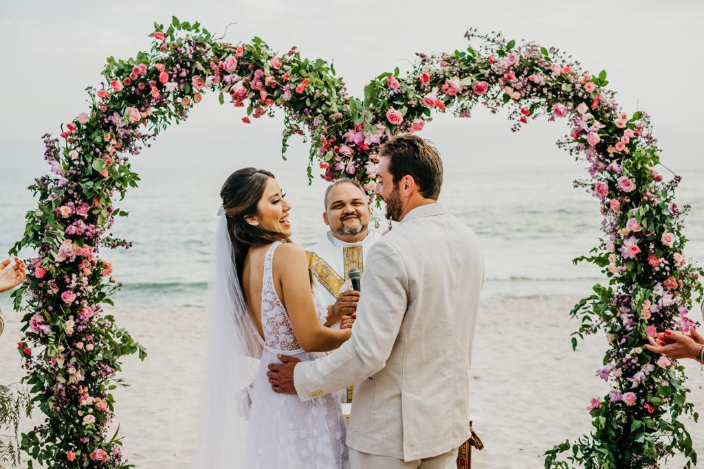 Bianca e Gabriel | Praia, sol, amor e mar: casamento em Maresias