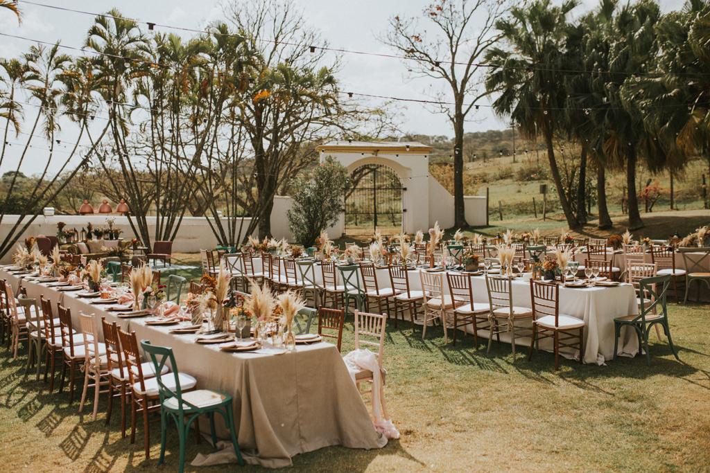 Ana e Davi   Casamento leve e divertido na fazenda com vestido de noiva Helen Salles