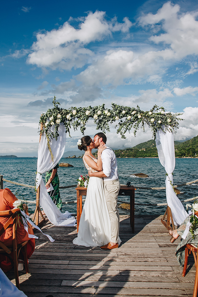 Débora e Jorge | Casamento no píer em Ilhabela, por Sereiamor