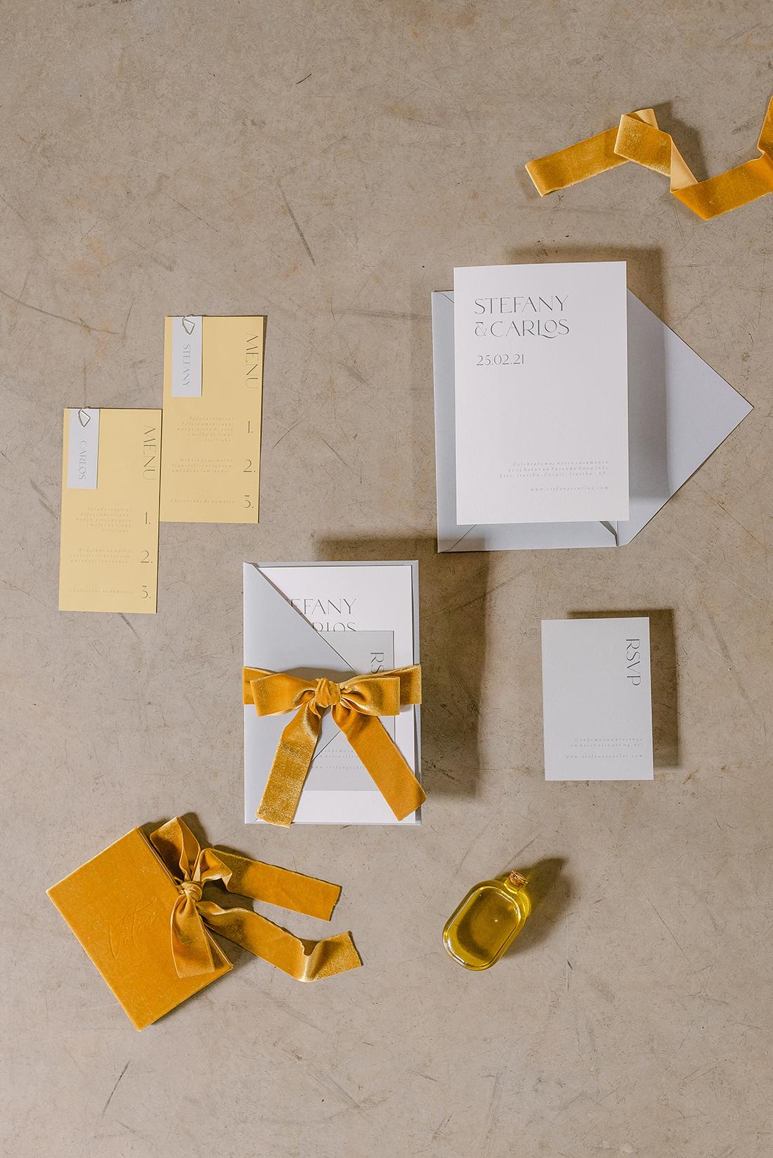 Editorial Yellow & Gray Noiva Ansiosa - Pantone 2021 - Amarelo e Cinza - Papelaria por Estudio Pinus