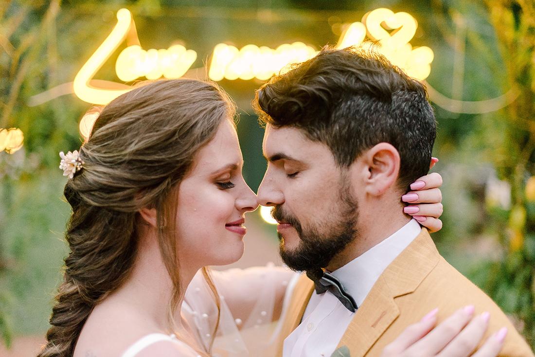 Editorial Yellow & Gray Noiva Ansiosa - Pantone 2021 - Neon no Casamento