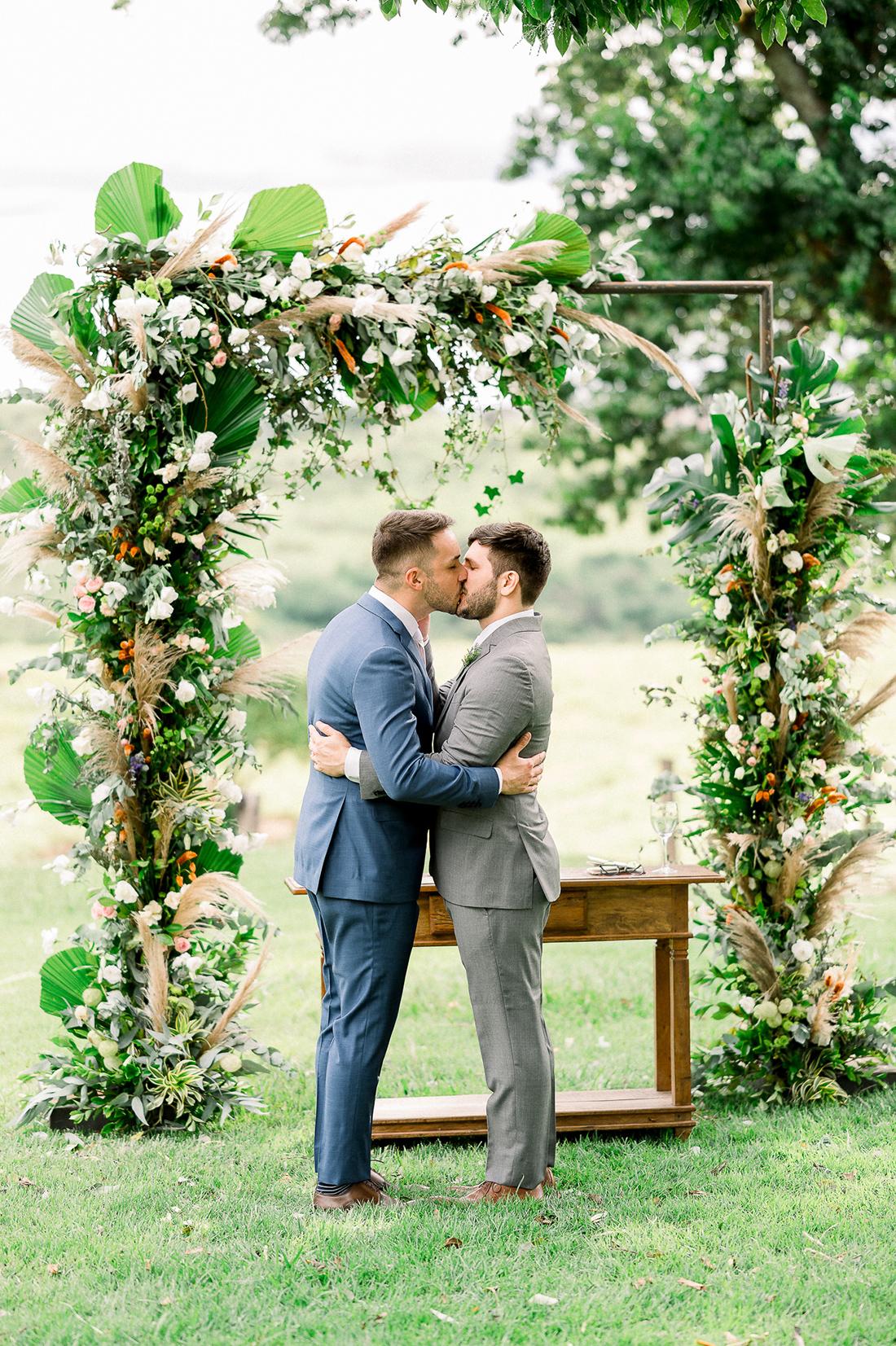 Eles - Casamento a dois na Fazenda Embauva