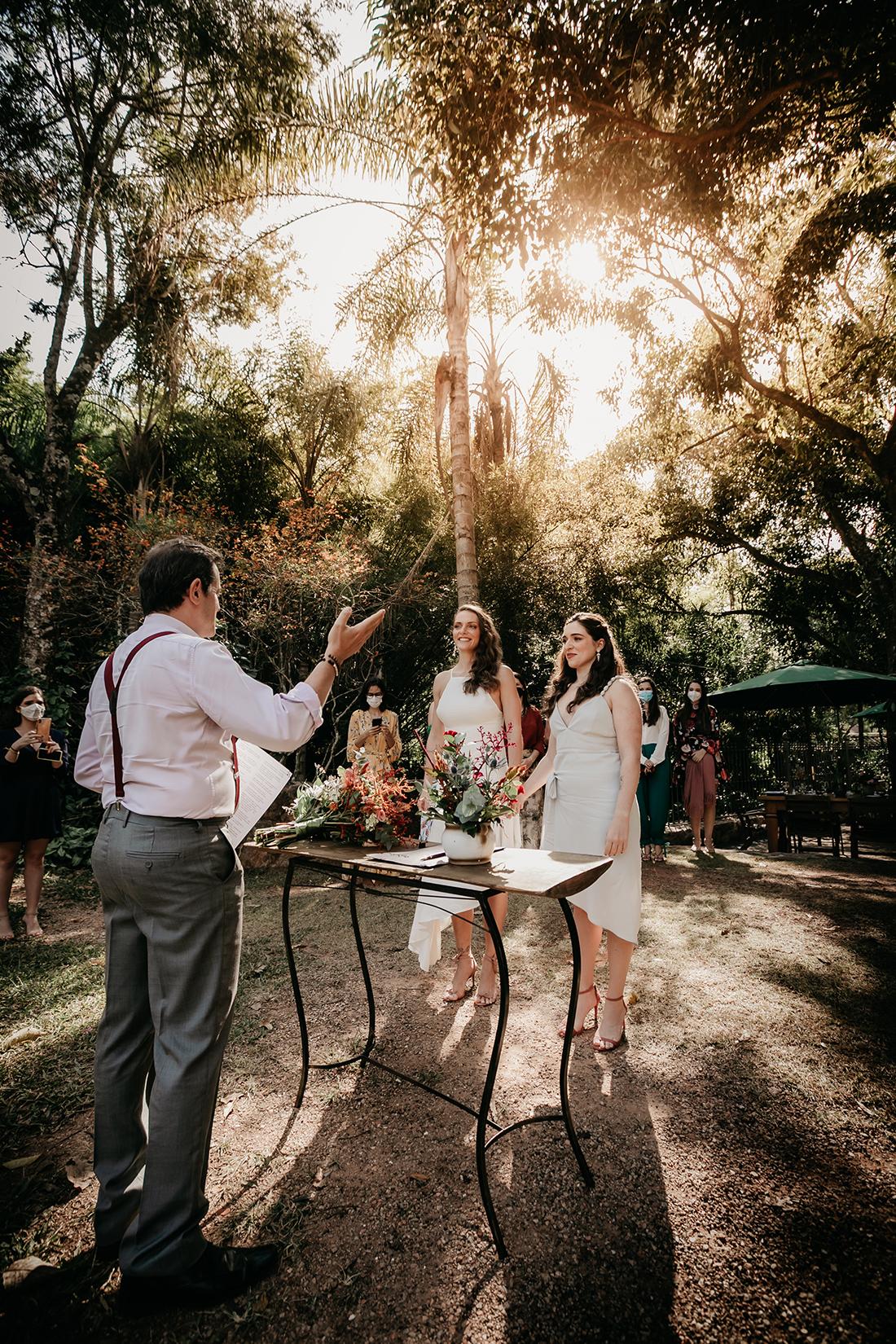 Daniele e Tomiris | Mini wedding vibrante ao ar livre