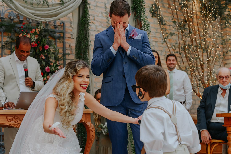Karollyne e Vinicius | Casamento apaixonado na Casa Quintal, por Bruno Ferreira